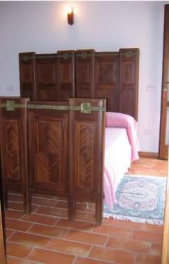 Ca 39 vernaccia una country house in provincia di pesaro e for Piani di una camera per gli ospiti