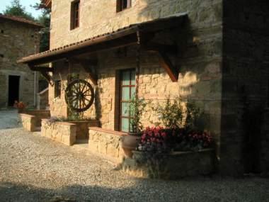 Il canto degli alberti una casa vacanze in provincia di for Disegni di case in pietra